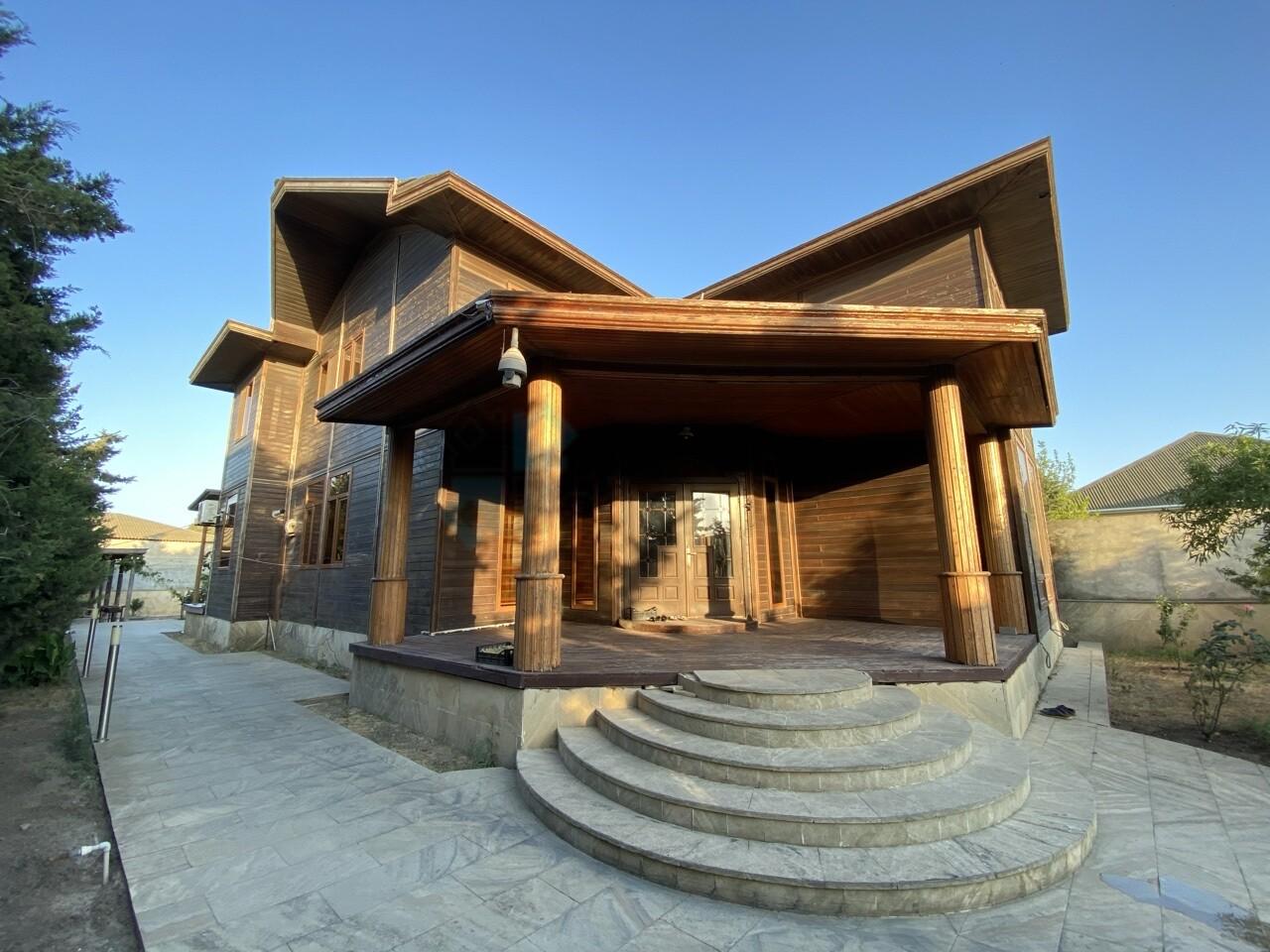 Şüvəlanda Layihe  üzərində tikilmiş taxta ev